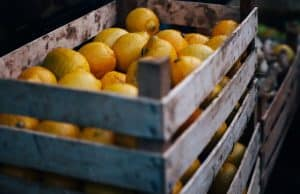 CITRUS FRUIT IN A WOODEN CRATE FOR SINGLE INGREDIENT GROCERIES